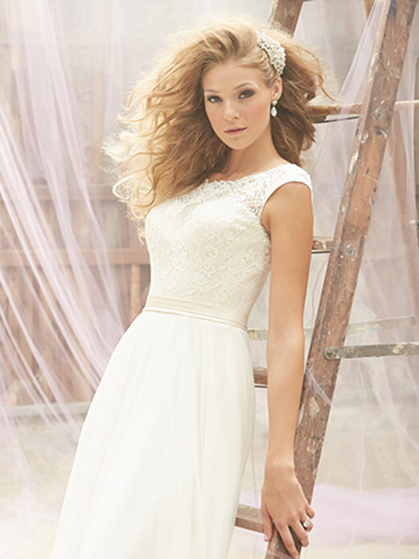 MJ101 Madison James Wedding Dress